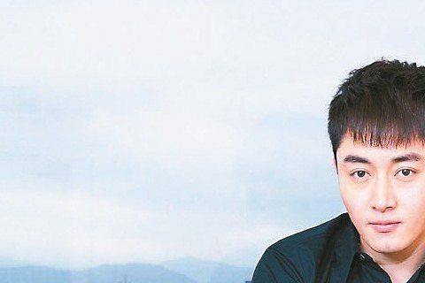 果郡王李東學為賀歲片「大囍臨門」宣傳,提起在高雄一個多月的拍攝期間,感受到台灣溫暖的人文氣息與氛圍,讓他感覺舒服,他大讚合作女演員,林美秀在他眼中如「青花瓷」一般,只因林帶他去吃溫體牛肉鍋,素珠阿姨...