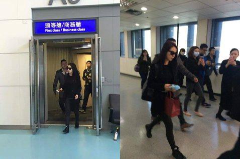 Running Man的主持群星期六在台北舉辦粉絲見面,今天他們陸續抵台,今早宋智孝已經到達台灣囉!歐妮也是一身黑色裝扮的現身,但是大家還是搶著拍啊!