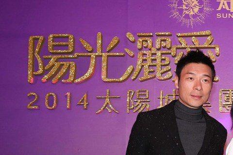太陽城集團在東方文華酒店辦尾牙,旗下太陽娛樂歌手溫嵐、許志安、蔣卓嘉等出席。