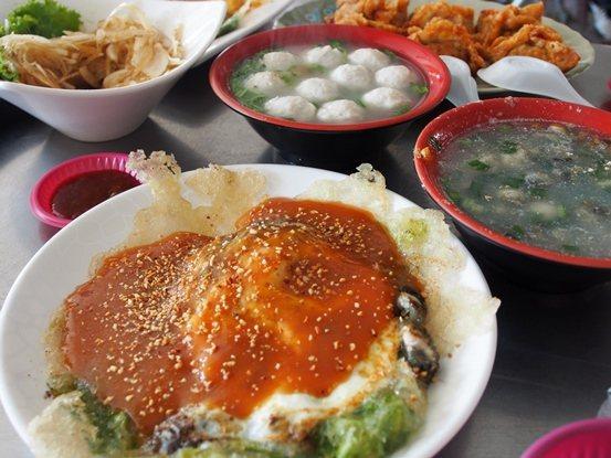 吳氏蚵捲可品嘗到各種蚵料理。