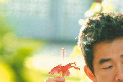 程予希和任賢齊、賈靜雯合作的金曲獎最佳MV導演周格泰首部電影「5月一号」,故事由五、六年級生的80年代一路演到現代,橫越兩代的時代氛圍和青春愛戀,皆由Bee Gees(比吉斯)的名曲「First o...