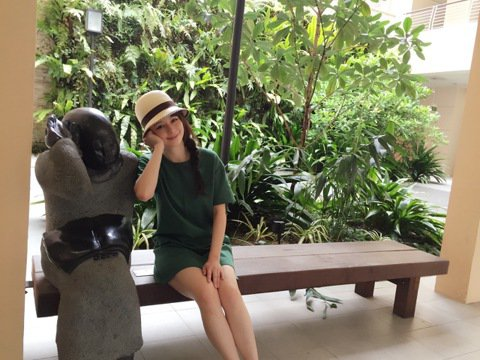 婚後定居新加坡,Vivian早就適應當地節奏,大部分時間都留給家人,不過先生上班、孩子上學後的熱天午後,卻是她靈感最豐沛時段,Vivian透露,自從先生帶她到新加坡植物園散步運動,就愛上這裡,一有空...