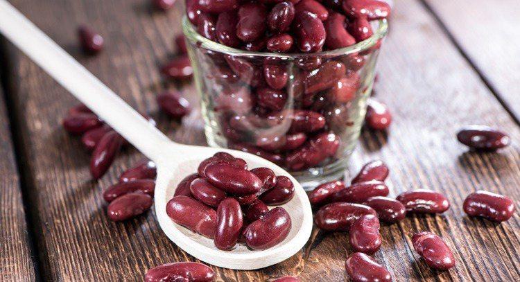 愛美女性可多吃紅豆,不但富含鉀,還含有促進水分代謝的皂素,有效消除腎臟疾病引發的...