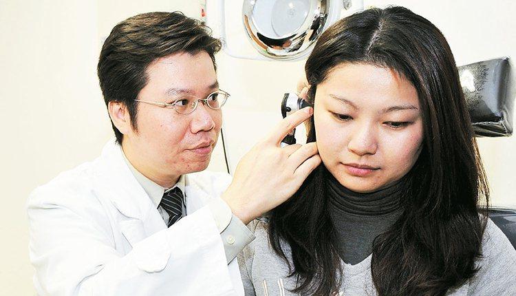 近來有男子聽力變差卻不以為意,拖太久就醫的結果,造成聽力可能無法回復。圖非當事人...