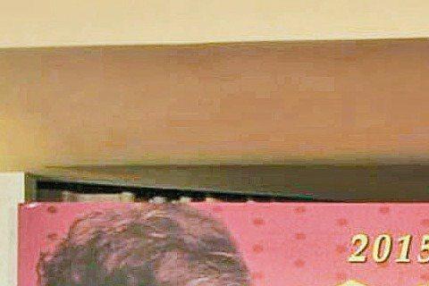 大陸演員楊子姍因演出「致我們終將逝去的青春」一炮而紅,近來又與雙帥陳柏霖、鹿晗合作「重返20歲」,在劇中飾演樂團主唱的楊子姍,真槍實彈秀歌喉,竟讓初次聽到她歌聲的陳柏霖吃驚,讚她唱功直逼線上歌手。但...