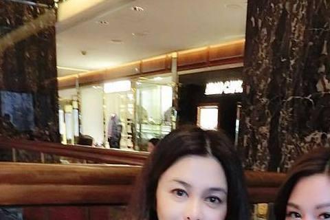 「十三姨」關之琳與台灣本土劇《世間情》有何關係?為什麼會有網友要「十三姨」加入《世間情》呢?原來是《世間情》中的「郭佳佳」曾莞婷到香港度假時遇到了關之琳,她昨天在臉書上PO出了兩人合照,兩個人看起來...