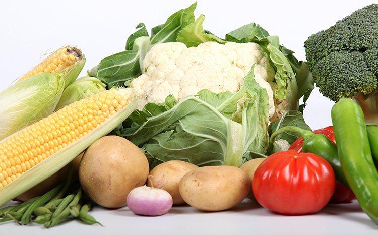 春分養生重點在「養陽氣」,切記早睡早起、別熬夜、少生氣動怒,可多吃綠色蔬菜,少吃...