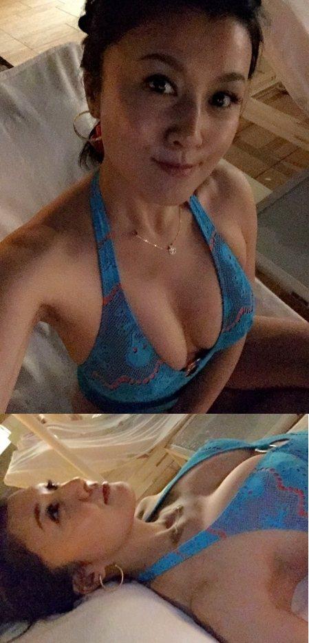 日本美魔女藤原紀香度假中仍不忘發放粉絲福利,前天她在部落格PO出比基尼照大秀E奶,還面對鏡頭露出微笑,性感身材毫無大嬸味,完全感覺不出她已44歲。