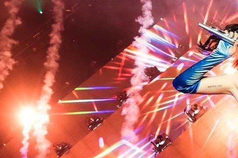 國際巨星Katy Perry凱蒂佩芮「超炫光」世界巡迴演唱會正式宣布4月28日將在台北小巨蛋登場。對於2015「超炫光」世界巡迴演唱會,Katy Perry凱蒂佩芮表示:「我非常高興這次可以把『超炫...