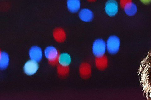 五月天在高雄世運主場館舉辦超大型營火晚會,吸引滿場五萬歌迷進場,五月天喊出「light up the hope」口號,讓2014年的最後一晚,在眾人青春年代的回憶和暖流中畫下句點。