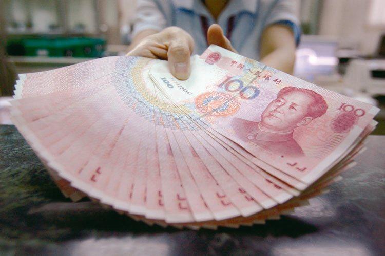 由於美元見頂回落,國際資金開始轉向,預計人民幣會有一定回升。