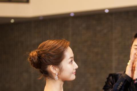 KBS 2TV月火劇(週一週二播出的劇集)《Healer》劇組公開了池昌旭和朴敏英的劇照。照片中兩人造型大變,穿著西裝和晚禮服華麗亮相。