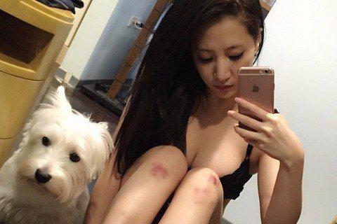 「蛇姬」林采緹練舞練到瘀青,在微博放上自拍照,不過重點卻在她只穿內衣自拍,至於下半身則被那一雙瘀青長腿給擋住,有沒有穿就請大家自行想象啦!不過比林采緹秀瘀青更引人點讚的則是女網友的神回覆,回的是甚麼...