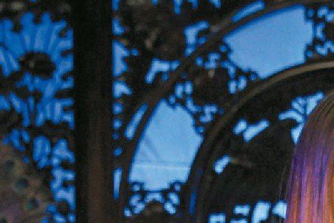 日本、台灣兩大天后安室奈美惠與Jolin蔡依林合作的「I'm Not Yours」MV終於曝光,兩人在華麗場景的MV中相互比美,安室扮演客棧老闆娘,Jolin則是性感歌姬,但其實兩人都是狐...