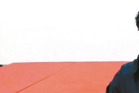 張震為演出「一代宗師」苦練八極拳有成,最近他應邀參加今年大陸央視春晚表演,不但將露一手拳技,還另外拜師學習古琴,屆時將在春晚秀出他「學什麼、像什麼」、「文武雙全」的才華。