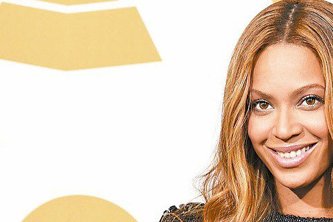 碧昂絲在葛萊美獎典禮上,獻唱黑人民權運動領袖金恩博士生前最愛歌曲,氣氛莊嚴,她在本屆葛萊美拿下最佳節奏藍調單曲等3獎。