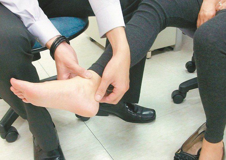 扭傷腳千萬別輕忽。 記者趙容萱/攝影