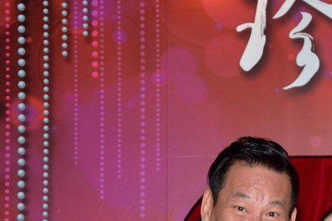 三立、八大「珍珠人生」首播開紅盤,有線收視達2.76,昨龍劭華、湯志偉、李亮瑾及楊可涵吃麻油雞慶功。湯志偉劇中飾演花心老公,觀眾大讚台語進步神速,首播高點落在李亮瑾飾演的小老婆產下龍鳳胎,因女兒「紀...