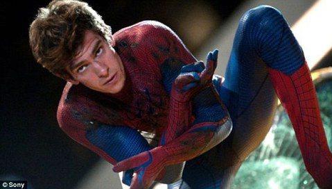 超級英雄電影再出現令各方震撼的發展:謠傳漫威與握有「蜘蛛人」電影拍攝版權的索尼洽談讓蜘蛛人回娘家加入「復仇者聯盟」,當時雙方皆未承認,今日正式發表聯合聲明宣告蜘蛛人將終於能在漫威新片亮相,雖未透露是...