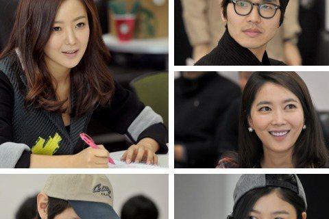 日前,MBC TV最新水木劇(週三週四播出的劇集)《Angry Mom》劇組舉行了首次臺詞排練,主角金喜善、池賢宇、金有貞和劇組成員悉數出席。金喜善在劇中飾演「狠角色」趙強子一角。臺詞中有很多罵人的...