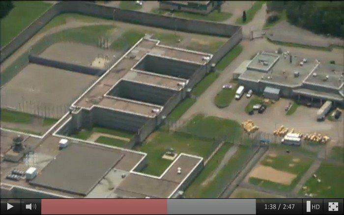直昇機空拍監獄,因為太空曠所以非常好接送。 圖片來源/cbc
