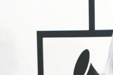 奧斯卡頒獎典禮為吸引年輕觀眾,邀請女神卡卡首度參與表演,她的演出曲目、內容暫時保密。除了她之外,曾獲選「最性感男人」的「魔力紅」主唱亞當、「夢幻女郎」珍妮佛哈德森、英國樂壇紅人瑞塔歐拉等都會在頒獎典...