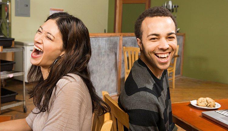 男人開始展現自己分擔家務、和子女玩成一氣,或出席學校親師會的身影,宛如佩掛某種勳...
