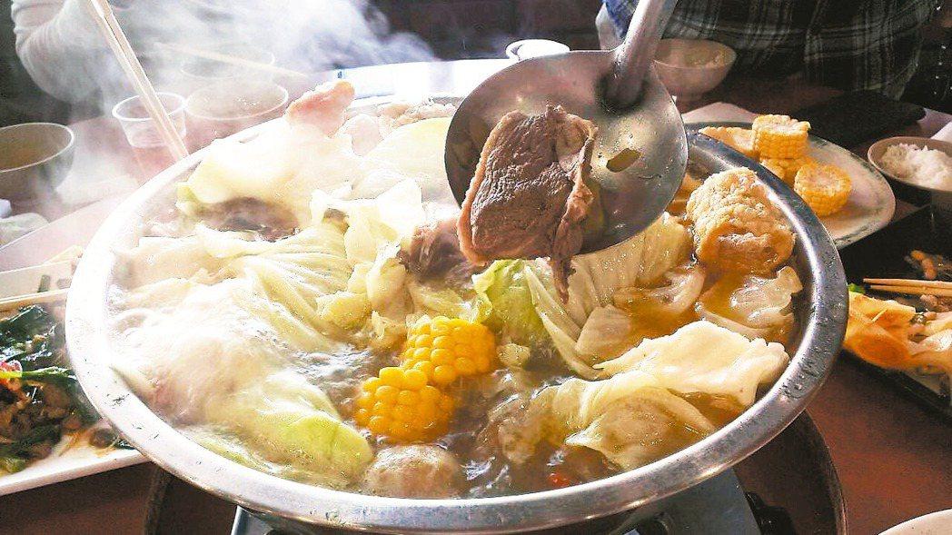 慢性病患、腎臟病患最好少吃加工品,例如蛋餃、魚餃等,也要避免喝含有高普林的火鍋高...