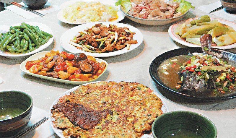 來吉部落的原民風味餐,皆取自道地食材。 記者董俞佳 攝影