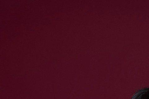 長假之後的莫文蔚,對人生有不同體悟,她日前特別抽空進棚拍攝賀年照,找來應景的可愛羊駝娃娃一起「喜羊羊」入鏡,祝大家新春愉快!因為曾到訪南美洲秘魯,遊歷世界七大奇蹟「馬丘比丘」,第一次見到羊駝本尊,K...