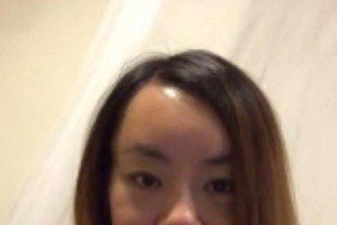 「法拉利姊」張婷婷去年12月「進廠維修」後,儘管臉腫得像豬頭,仍自誇自己手術後比南韓性感小野馬泫雅還要正,昨天半夜,她在臉書PO照,新面貌首度曝光,立即引發網友熱烈討論,說她怎麼看都不像泫雅,跟歌手...