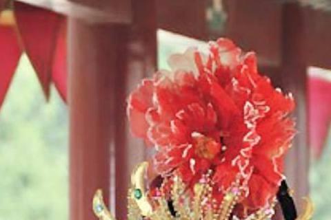 日本女星藤原紀香知道現在是中國新年,特地在臉書上送新年祝賀,還不忘奉上現在很流行的「武媚娘」爆乳裝,微露半球的祝賀大家很開心的收下了!推測這張照片應該是之前她隨著朝日電視台去西安拍攝有關於旅遊的節目...