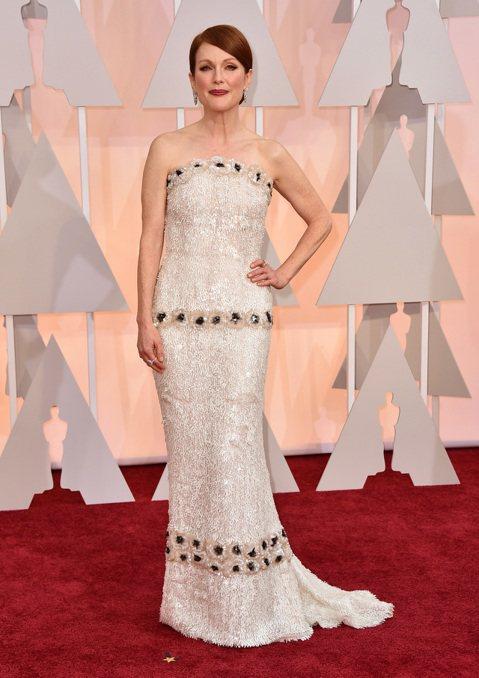 奧斯卡現場星光,以《我想念我自己》入圍最佳女主角的茱莉安摩爾來囉