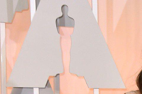 奧斯卡現場星光,以《模仿遊戲》入圍最佳女配角的綺拉奈特莉現身奧斯卡!