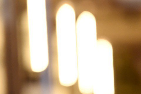 奧斯卡現場星光,以《鳥人》入圍最佳女配角的艾瑪史東在奧斯卡紅毯上大露美背!