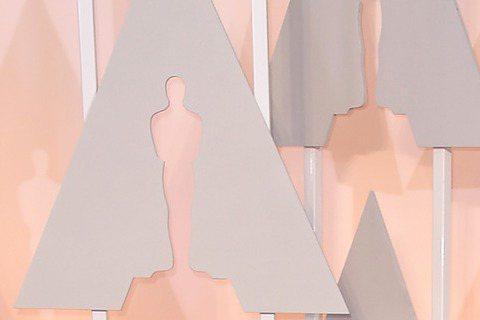 奧斯卡現場星光,珍妮弗洛佩茲胸前開開性感走紅毯!