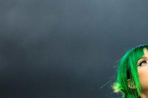日前在美式足球NFL超級杯中場秀,端出精彩表演的美國新一代天后凱蒂佩芮(Katy Perry),4月28日將率「超炫光」世界巡迴演唱會首度登台,在台北小巨蛋登場,粉絲早準備搶票,主辦單位今宣布3月1...