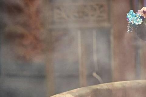 阿喜(林育品)為代言拍廣告微電影,她在片中挑戰武媚娘、甄環、宮二和現代辣妹4種不同造型,一口氣拍了28個小時,其中她扮甄環裸露香肩入浴,因拍攝當天氣溫不到10度,劇組貼心搬了熱水爐到片場,她足足泡了...