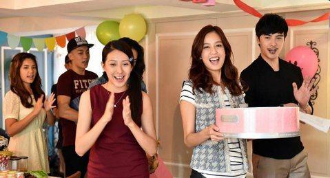 陳庭妮、黃河跟謝佳見在TVBS、中視「俏摩女搶頭婚」因為情感糾結,難得出現三人笑開懷的場合,因為弟寶的生日派對,陳庭妮號召親朋好友一起出席,拍攝期間也巧遇弟寶真的過生日。