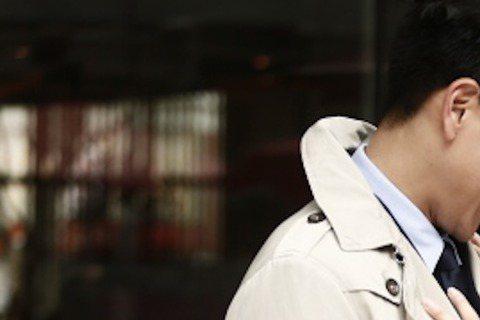 彭于晏有夠紅,吳君如已經在香港上映的新片「12金鴨」,為了他不惜多拍加長版,香港26日開始公映加長版,台灣則在3月20日上映加長版內容。因為彭于晏檔期好難敲,好不容易敲到,吳君如飛往上海與Eddie...