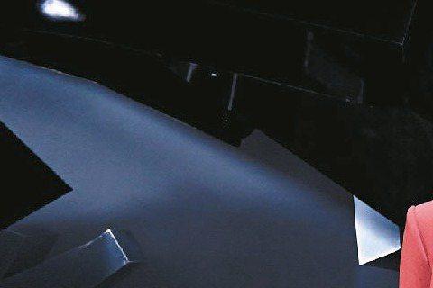 韓團SHINee成員拚單飛,繼老么泰民,主唱鐘鉉也發行首張個人專輯,他自曝是團員中唯一親自掌管帳戶的人,快人快語的他直言:「只當歌手並不能帶來巨額收入,我正努力走創作音樂人的路線,早點規畫未來。」新...