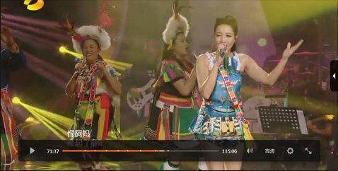 A-Lin是「我是歌手3」中強勁的台灣代表,年初七已飛到長沙錄開春後最新的一集,繼續朝著7強邁進。昨晚播出的節目,A-Lin請來爸媽飛到長沙錄影,全家人上台飆唱阿妹「一想到你呀」,再融入阿美族長老郭...