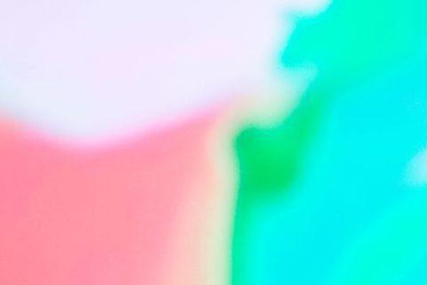 剛宣布要暫時退居幕後的創作歌手張懸,要以本名「焦安溥」持續對音樂創作貢獻心力,表示目前不會再有演出或是發片計畫,不過張懸才短短「隱居」沒幾天,就被拍到與新歡看電影調情放閃,返家路途全程摟腰黏TT,羨...