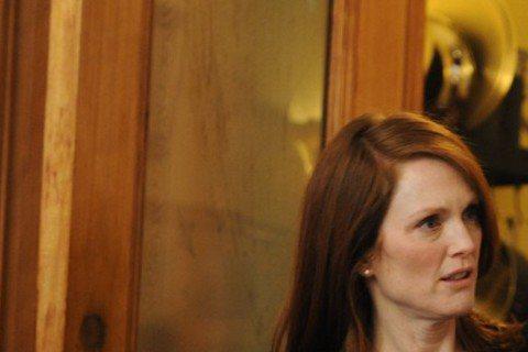 茱莉安摩爾在2月6日即將上映的新片「我想念我自己」備受注目,片中飾演她女兒的克莉絲汀史都華演技也不輸人,克莉絲汀相當崇拜前輩茱莉安摩爾,她說:「從踏入好萊塢開始,就渴望能與茱莉安摩爾合作,即使與她拍...