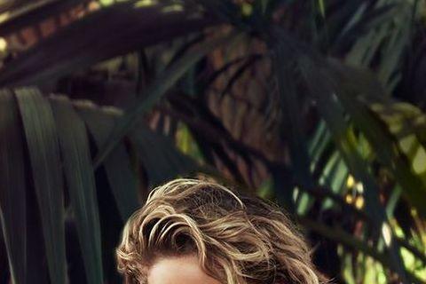 影后「小珍妮佛」珍妮佛勞倫斯全裸被巨蟒纏身,表情超淡定,原來是她為時尚雜誌《浮華世界》拍攝的性感寫真,眼神魅惑還帶點挑逗。話說「冷血」動物在光溜溜的身上遊走應該很冰涼吧!「圖擊隊」曾看過模特兒競賽節...