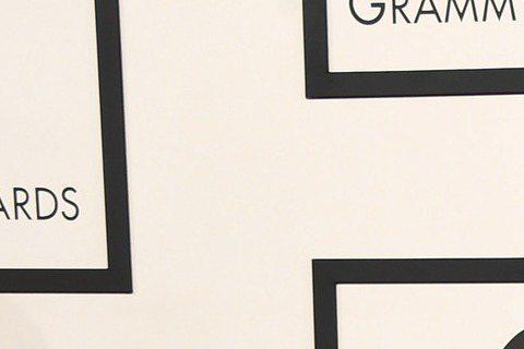 第57屆葛萊美獎今天早上九點在洛杉磯盛大展開,讓我們來看今年紅毯上大明星們精心打扮的服裝秀,當然重點還是擺在女性最常帶出來見客的「乳波」。碧昂絲(Beyonce)穿著黑色蕾絲禮服,前面也是低胸快要開...
