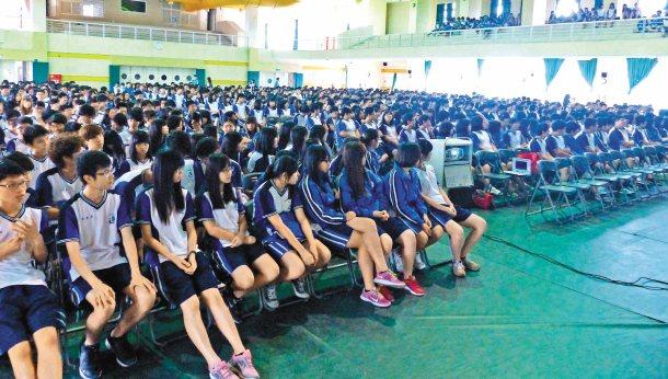 聯合報願景工作室的「願景開講」受邀到溪湖高中,學生反應熱烈。 記者凌筠婷╱攝影