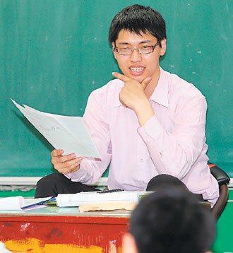 新二代蔡宇傑到各高中教越南語課程,大學時期就月入三、四萬。 記者趙文彬╱攝影