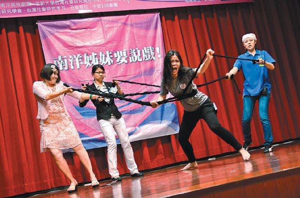南洋姊妹劇團團員有新住民也有台灣人,大家共同演出新住民故事。 圖╱南洋姊妹劇團提...