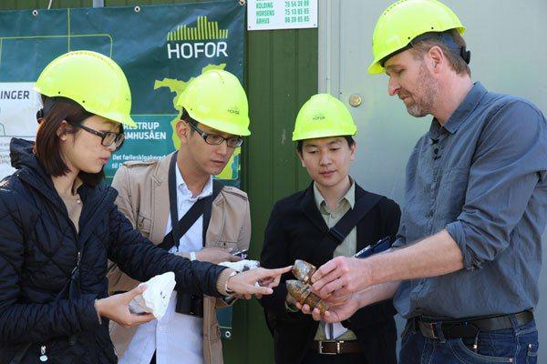 在丹麥採訪強調眼見為憑,連鑽探器具也不忘展示給記者看。 攝影/陳瑞源